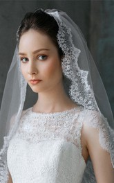 Short Tulle Lace Applique Bridal Veil