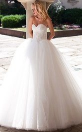 Sweetheart Tulle Ball Gown Wedding Dress With jewels
