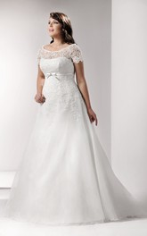 Scoop-neck Lace Short Sleeve A-line plus size wedding dress With Appliques