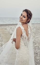 exquisite Sleeveless Lace Tulle Wedding Dress With Deep-V Back And Court Train