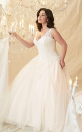 V-neck Sleeveless Lace Tulle Wedding Dress With Appliques
