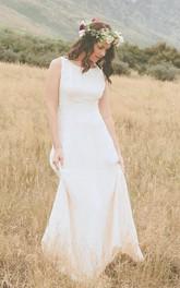 Scoop-neck Sleeveless Sheath Wedding Dress