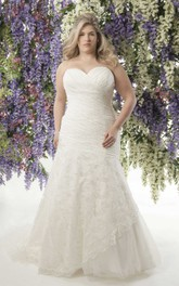 refined Sweetheart Criss-cross Lace plus size wedding dress With Appliques And Corset Back