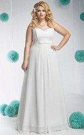 Sweetheart A-line plus size wedding dress With Sweep Train And Corset Back