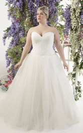 Sweetheart A-line Tulle Ball Gown plus size wedding dress With Corset Back
