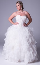 Sweetheart Ruffled plus size Ball Gown With Appliques And Court Train