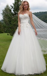 A-line Sweetheart Tulle Wedding Dress With Flowers And Appliques