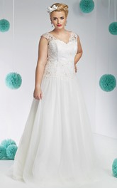 V-neck Sleeveless Tulle Wedding Dress With Lace Appliques