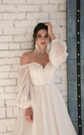 Appliqued Elegant Chiffon Sweetheart Wedding Dress With 3/4 Off-shoulder Sleeves