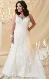 V-neck Sleeveless Beaded plus size wedding dress With Appliques And Court Train