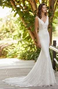 Elegant Sleeveless V-neck Lace Mermaid Wedding Dress With Court Train And Open Back