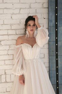 Appliqued Elegant Chiffon Sweetheart Wedding Dress With 3/4 Off-shoulder Sleeves
