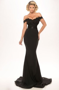 hot Off-the-shoulder Mermaid evening Gown With Appliques