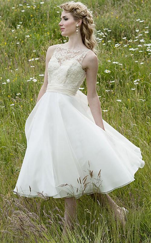 rustic Sleeveless Tea-length A-line Wedding Dress With Appliques