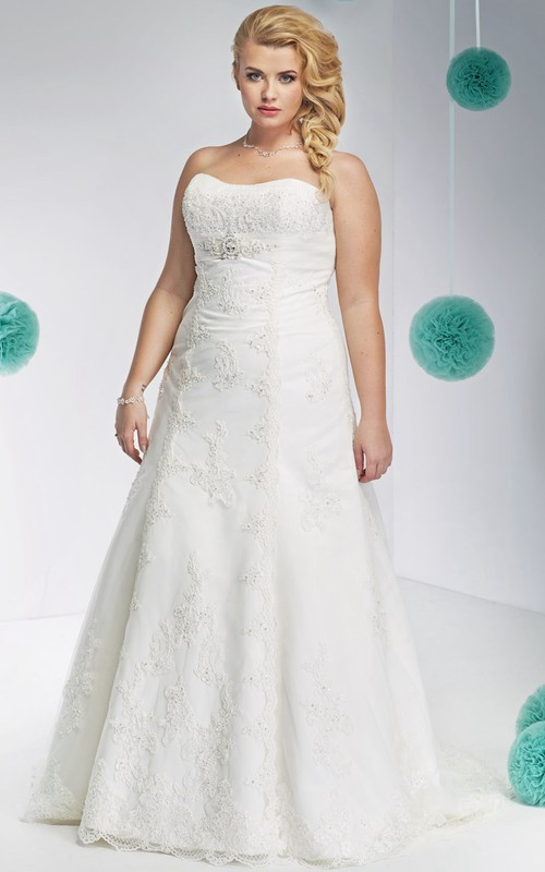 Strapless A-line Lace Appliqued plus size wedding dress With Corset Back