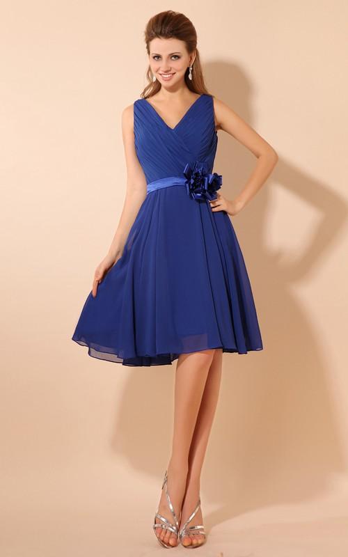 V-Neckline Floral Ruched Midi Alluring Dress