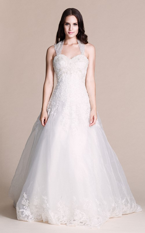 Queen Anne A-line Tulle Lace Appliqued Wedding Dress With Court Train