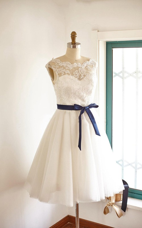 Bateau Sleeveless short A-line Wedding Dress With Appliques And bow