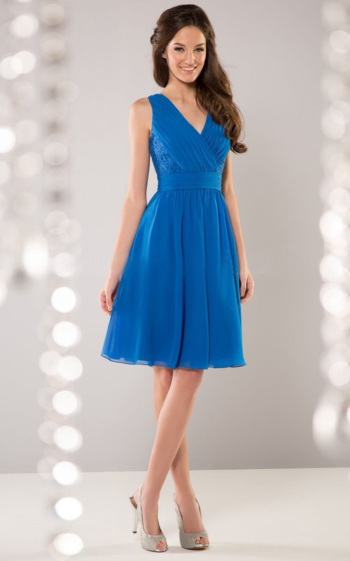 Knee-length V-neck Sleeveless Chiffon Dress With Ruching And Lace top