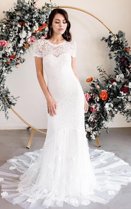 Elegant Short Sleeve Sheath Lace Bateau Wedding Dress with Appliques and Court Train