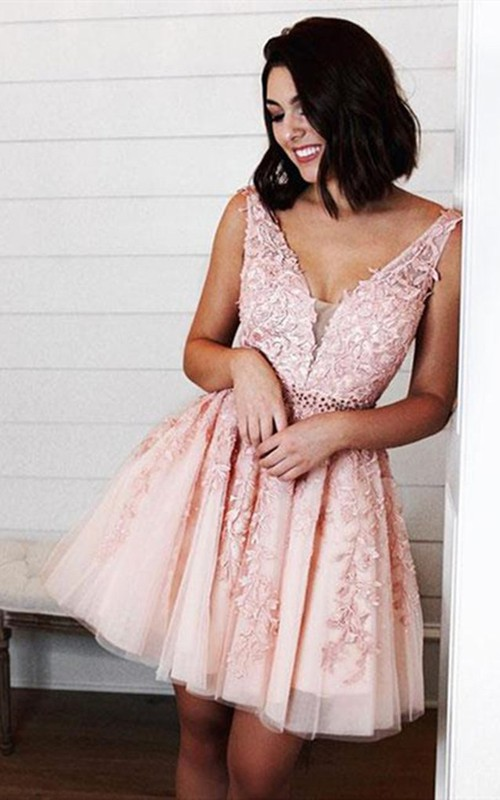 V-neck Lace Tulle Sleeveless Short Homecoming Dress with Appliques and Beading