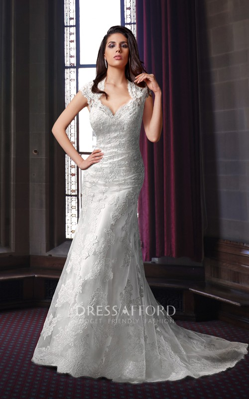 Queen Anne Mermaid Sleeveless Lace Appliqued Wedding Dress With Keyhole And Sweep Train