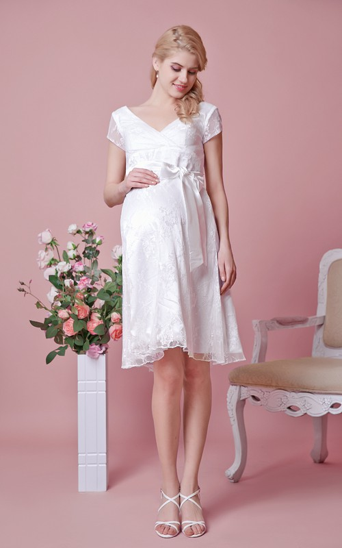 Knee-Length Belt A-Line V-Neckline Lace Gown