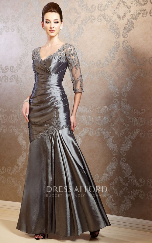V-neck Half Sleeve Ruched Dress With Appliques