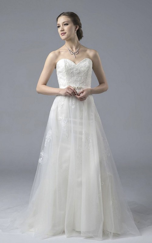 Sweetheart Lace Tulle A-line Open Back Wedding Dress With Appliques And Buttons